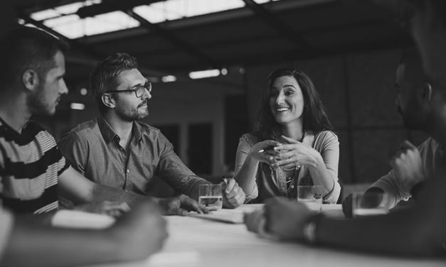 Contratar uma agência de comunicação e marketing ou fazer internamente?